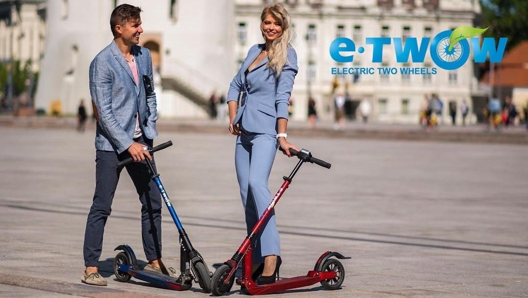 Jeune, moderne et tendance, la trottinette électrique est un moyen de transport à part entière, maniable, écologique, silencieux, à la portée de tous.